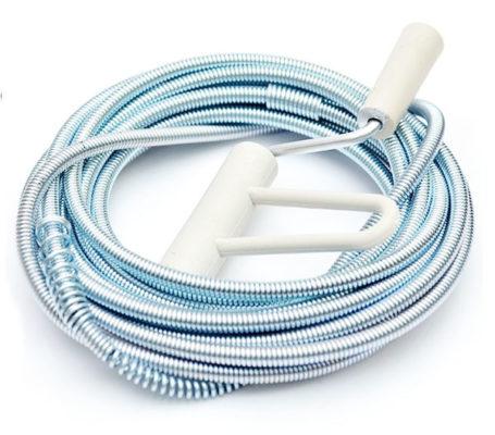 sử dụng dây khoan để thông tắc bồn rửa bát