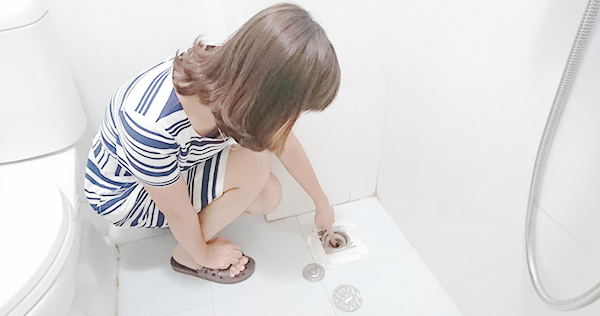 xử lý nghẹt cống bằng bột thống tắc cống